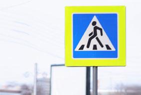 Дорожный знак «Пешеходный переход» с внутренней подсветкой в г.Грозный.